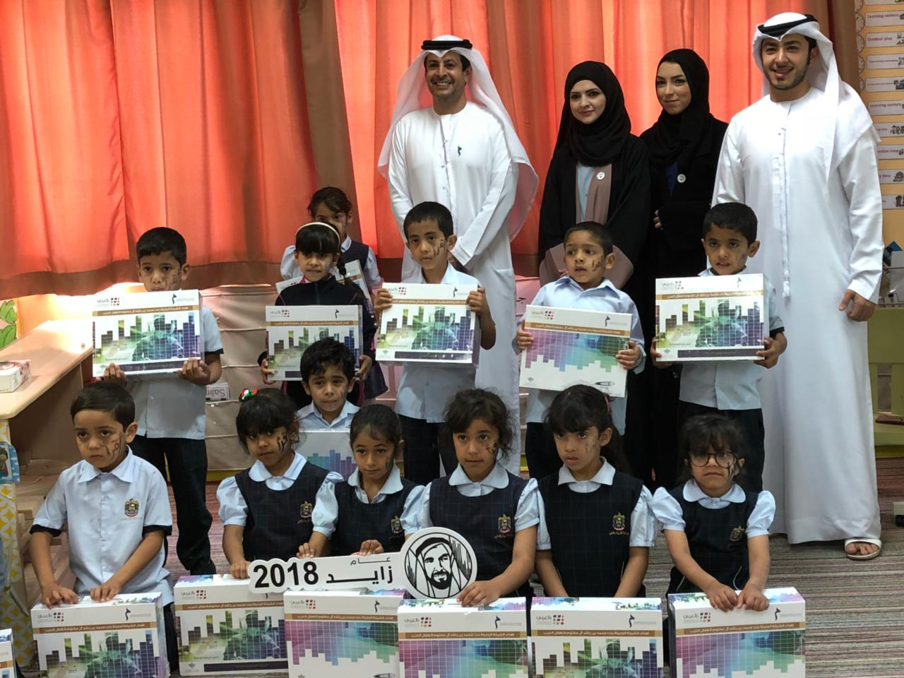 mbrf, hsbc distribute 700 'smart reading library bags' to children2