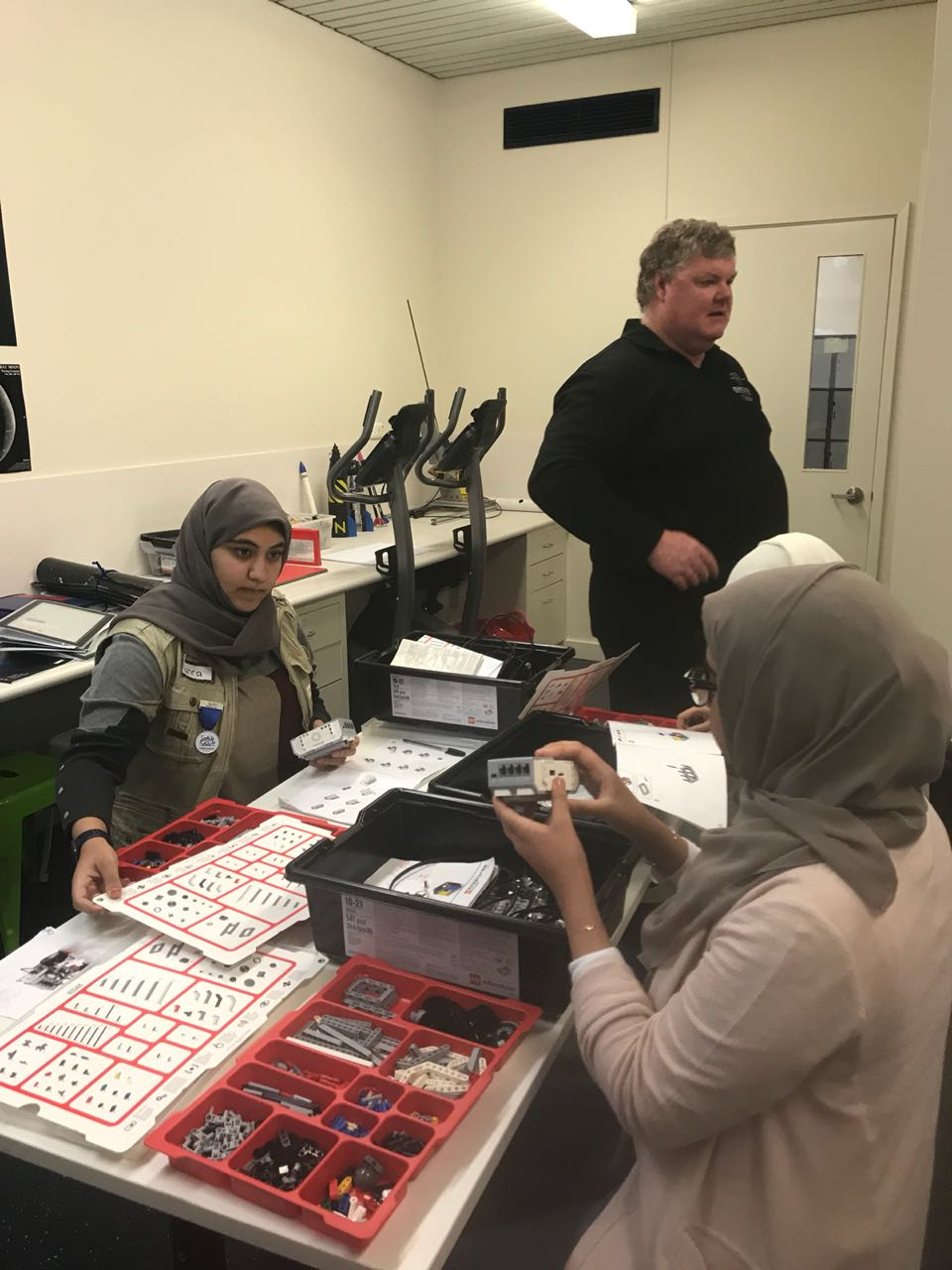 uae space agency launches mars summer camp in australia4