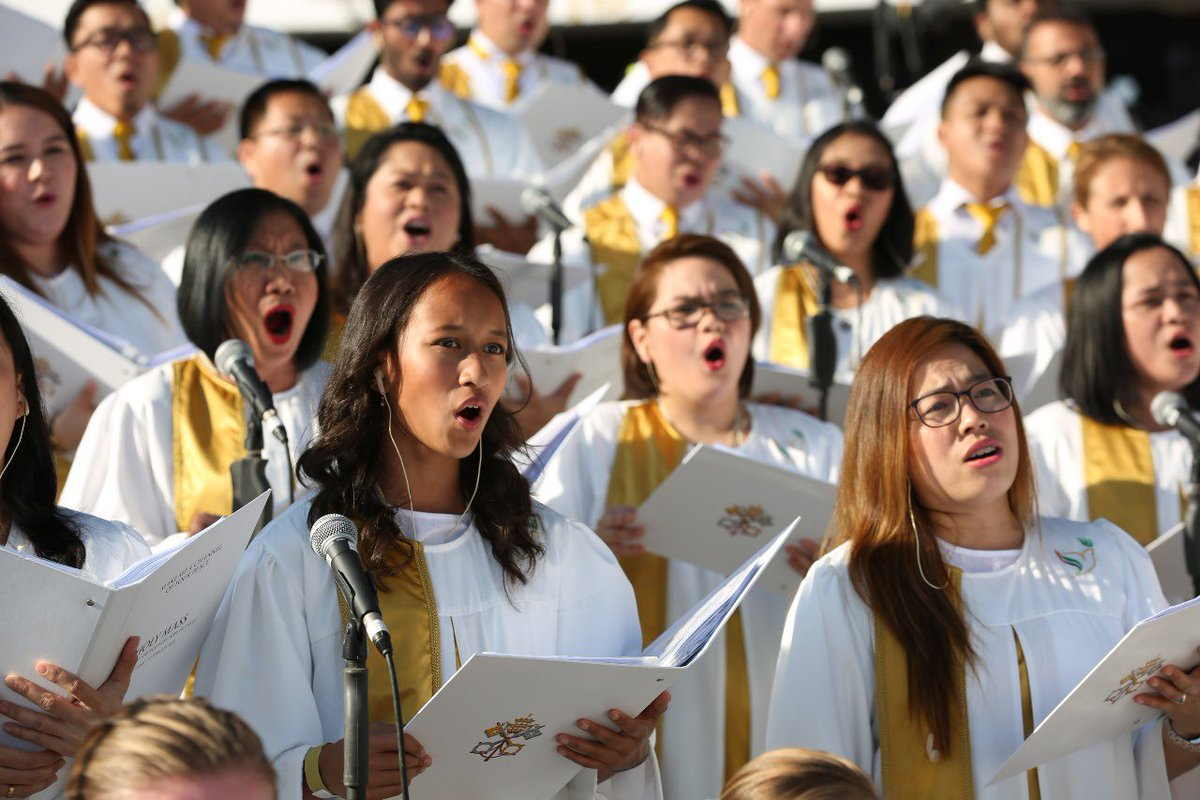 thousands of filipino catholics attend papal mass in abu dhabi 3