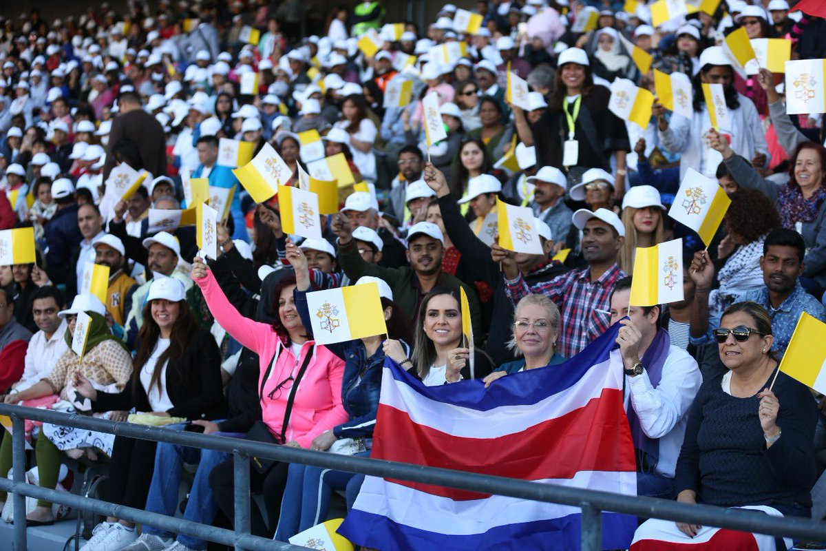 thousands of filipino catholics attend papal mass in abu dhabi 2