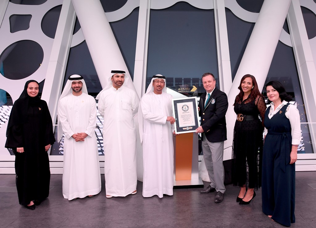 dubai frame enters guinness book of records 1