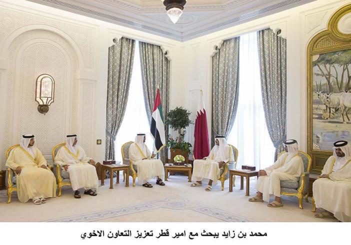 محمد بن زايد يبحث مع امير قطر تعزيز التعاون الاخوي