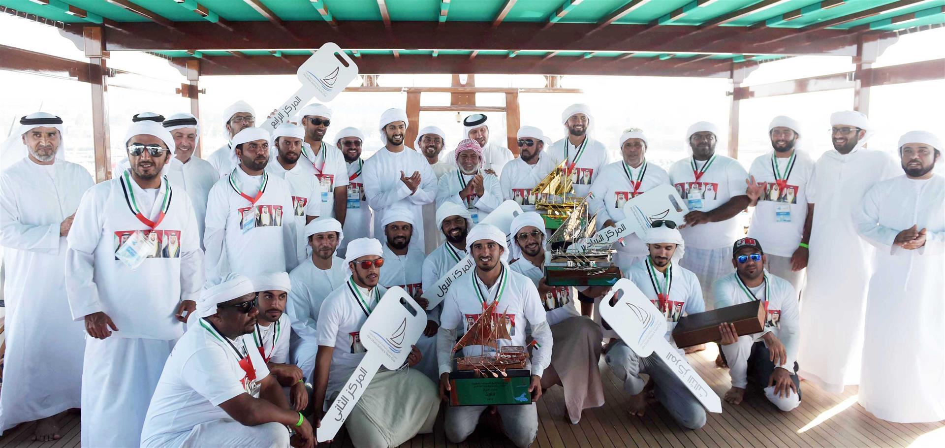 زايد بن حمدان بن زايد يتوج الفائزين في سباق دلما التاريخي للمحامل الشراعية 4