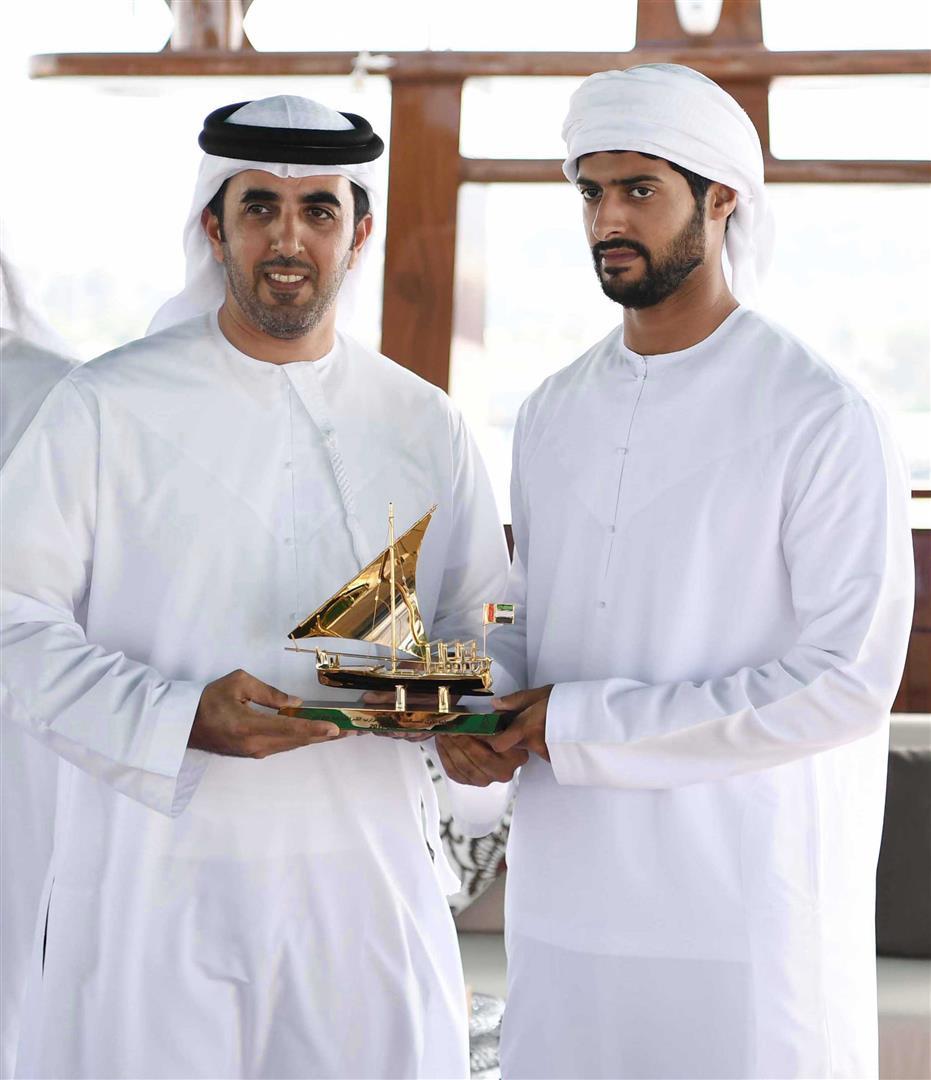 زايد بن حمدان بن زايد يتوج الفائزين في سباق دلما التاريخي للمحامل الشراعية 6