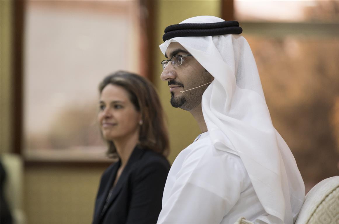 """مجلس محمد بن زايد يستضيف محاضرة بعنوان """" تحليل أساليب التفكير والقيادة """" 2"""