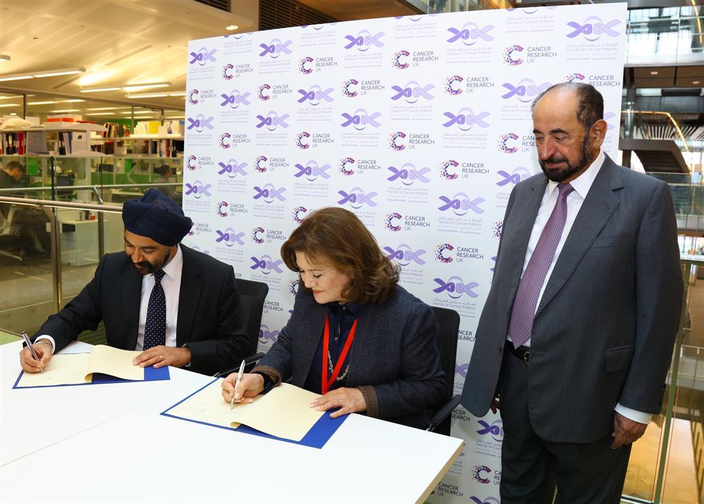 سلطان القاسمي يفتتح مختبر الشارقة لدعم أبحاث السرطان في لندن-1 (7).jpg