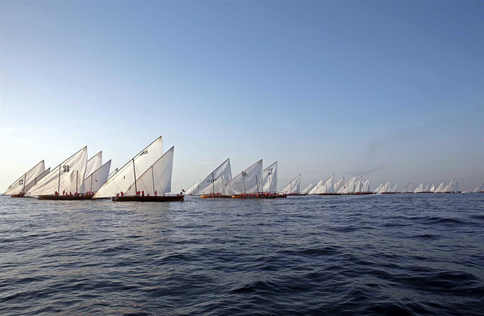 زايد بن حمدان بن زايد يتوج الفائزين في سباق دلما التاريخي للمحامل الشراعية 1