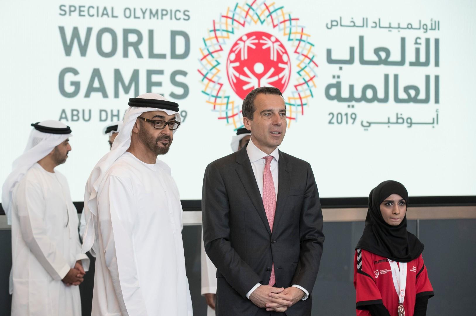 محمد بن زايد يتسلم علم دورة الأولمبياد الخاص 4