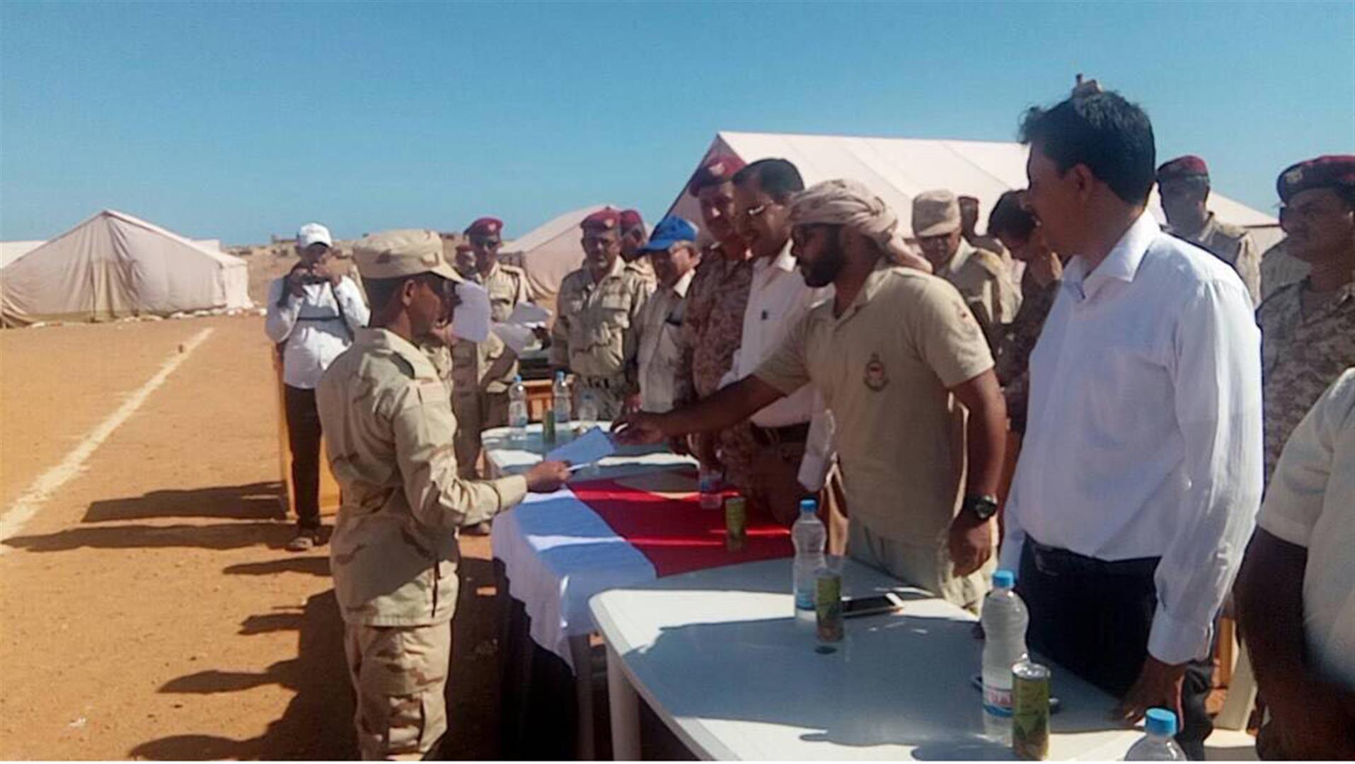 الاحتفال بتخريج دورة عسكرية في جزيرة سوقطرى اليمنية تحت إشراف وتدريب دولة الامارات . 4