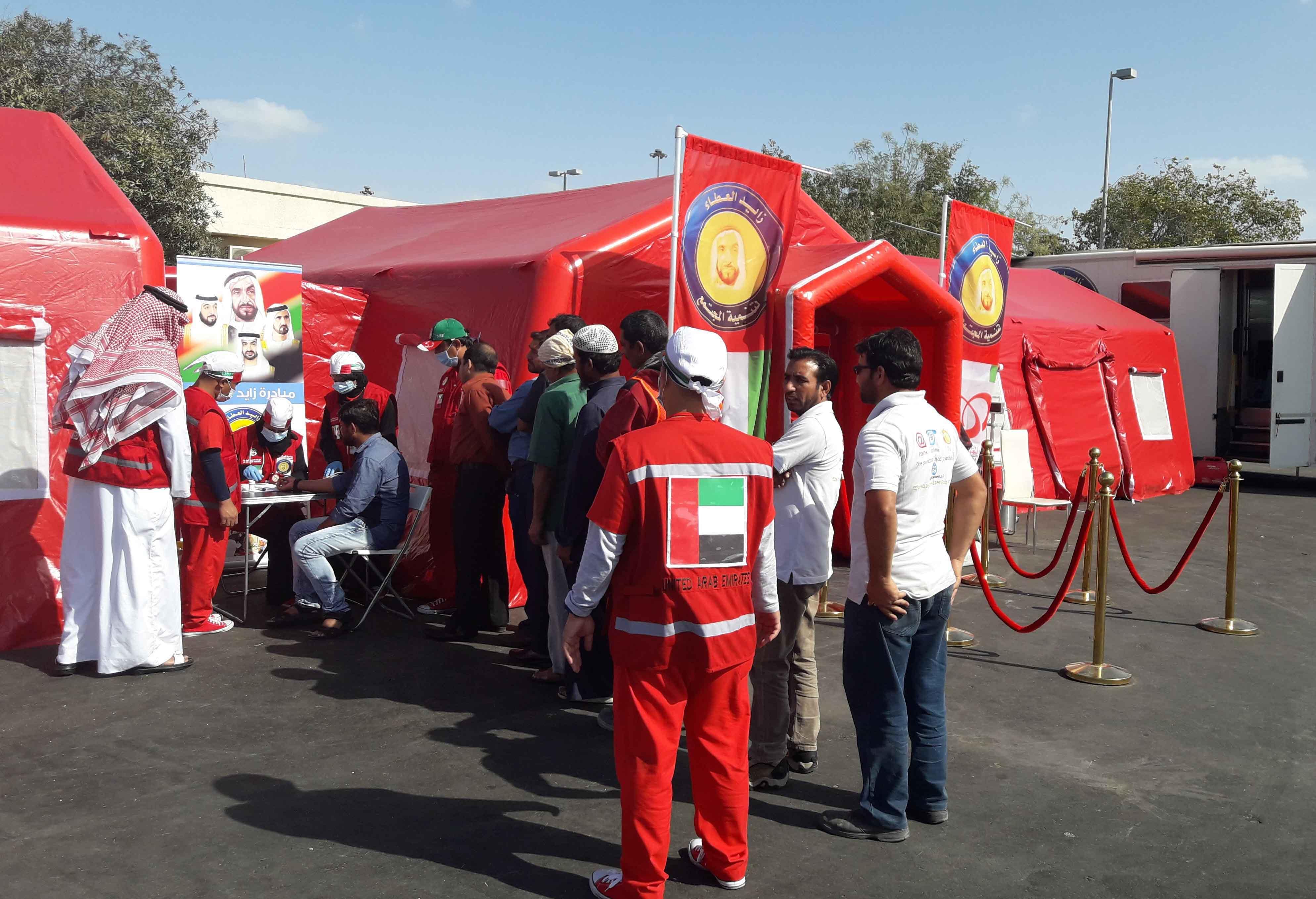 """زايد العطاء تطلق أول مستشفى ميداني تطوعي لعلاج العمال """" عناية """". 3"""