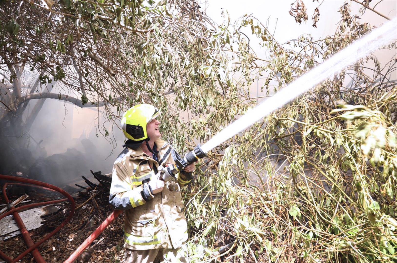 دفاع مدني عجمان يسيطر على حريق مخلفات 1