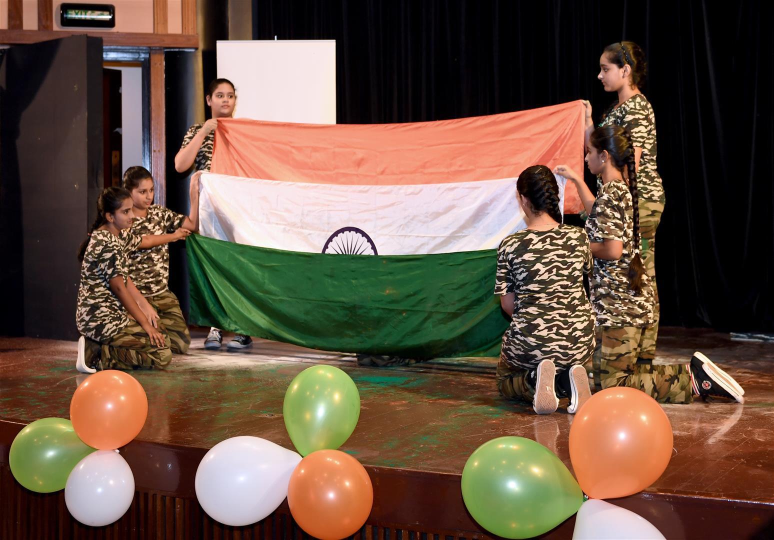 إحتفالات السفارة الهنديه بأبوظبي 15-8-2017 DSC_1129.JPG 7 /Large/