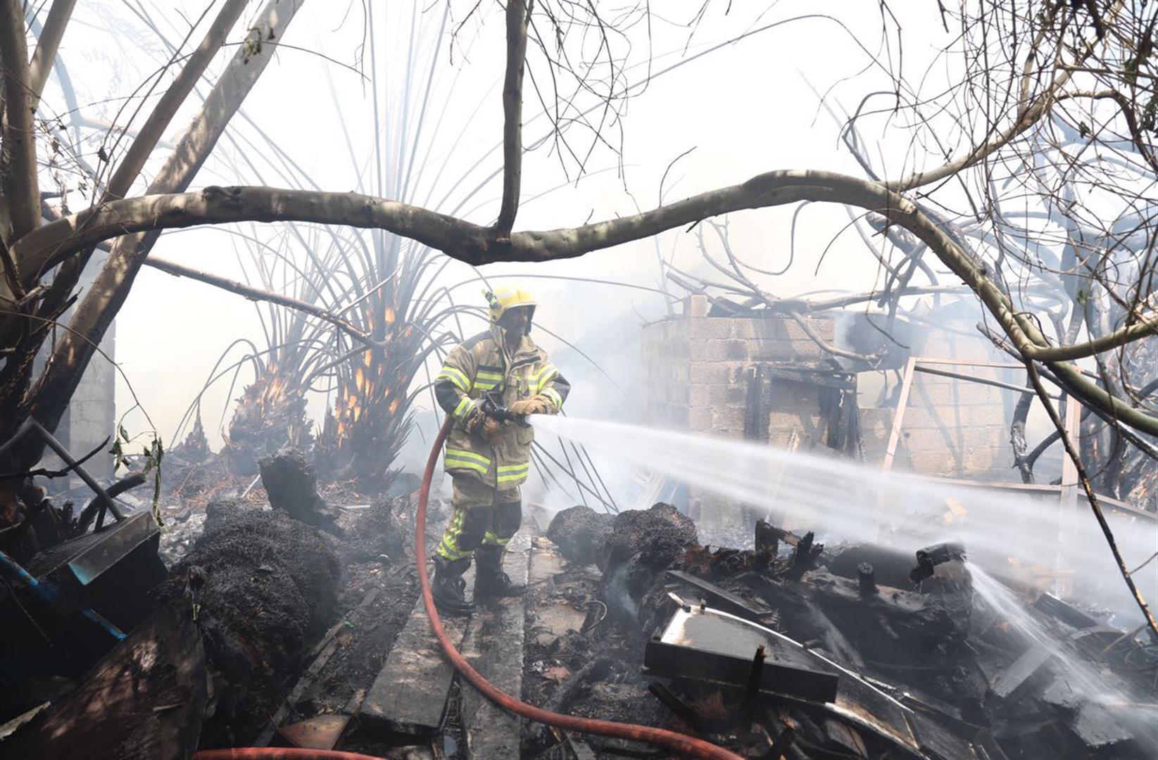 دفاع مدني عجمان يسيطر على حريق مخلفات 2