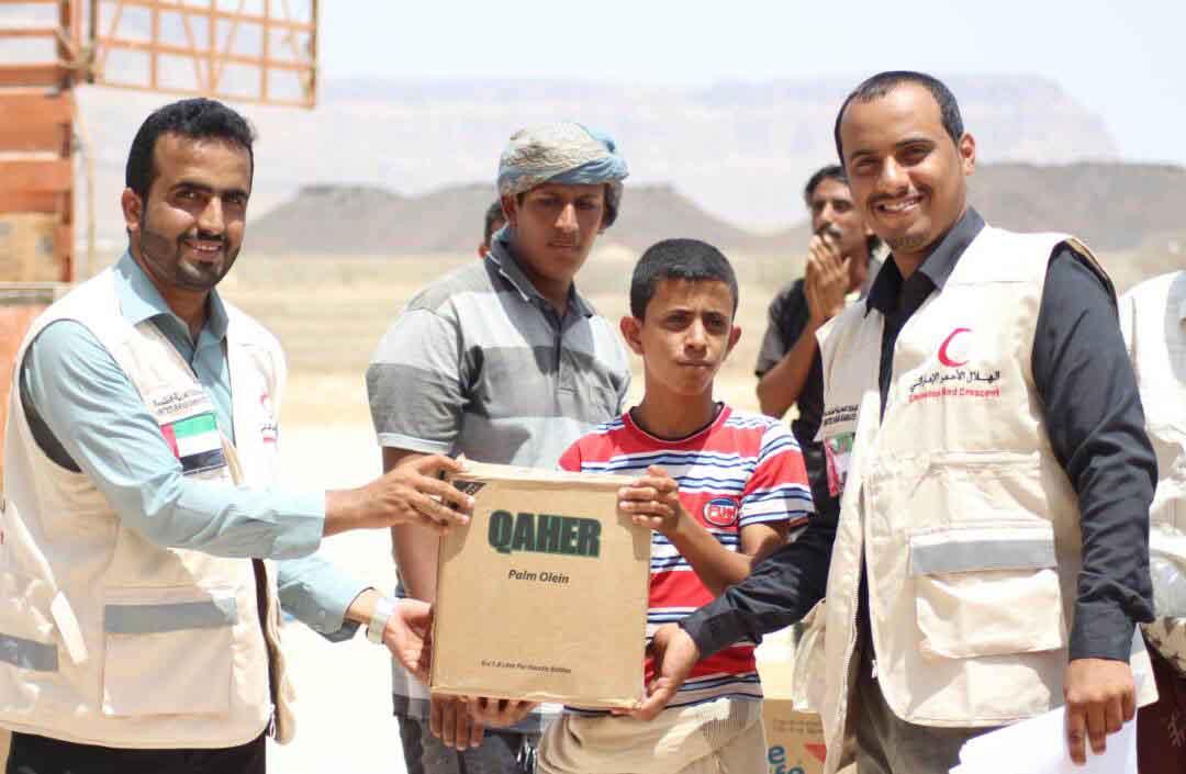 الهلال الأحمر الإماراتي يوزع 2000 سلة غذائية على الأسر الفقيرة بمديرية الروضة بشبوة 3
