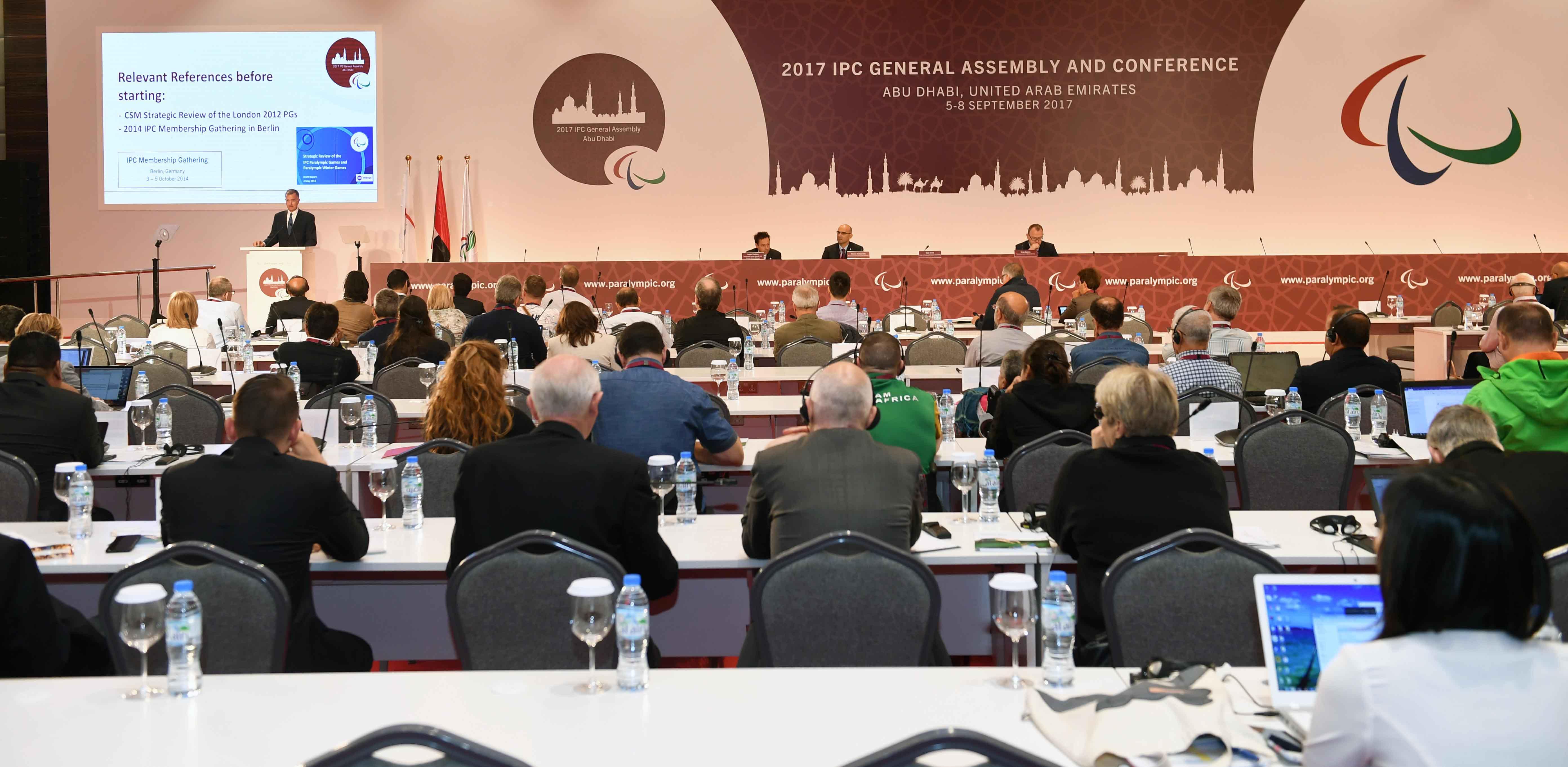 نهيان بن مبارك يفتتح فعاليات المؤتمر الدولي للجنة البارالمبية الدولية 4