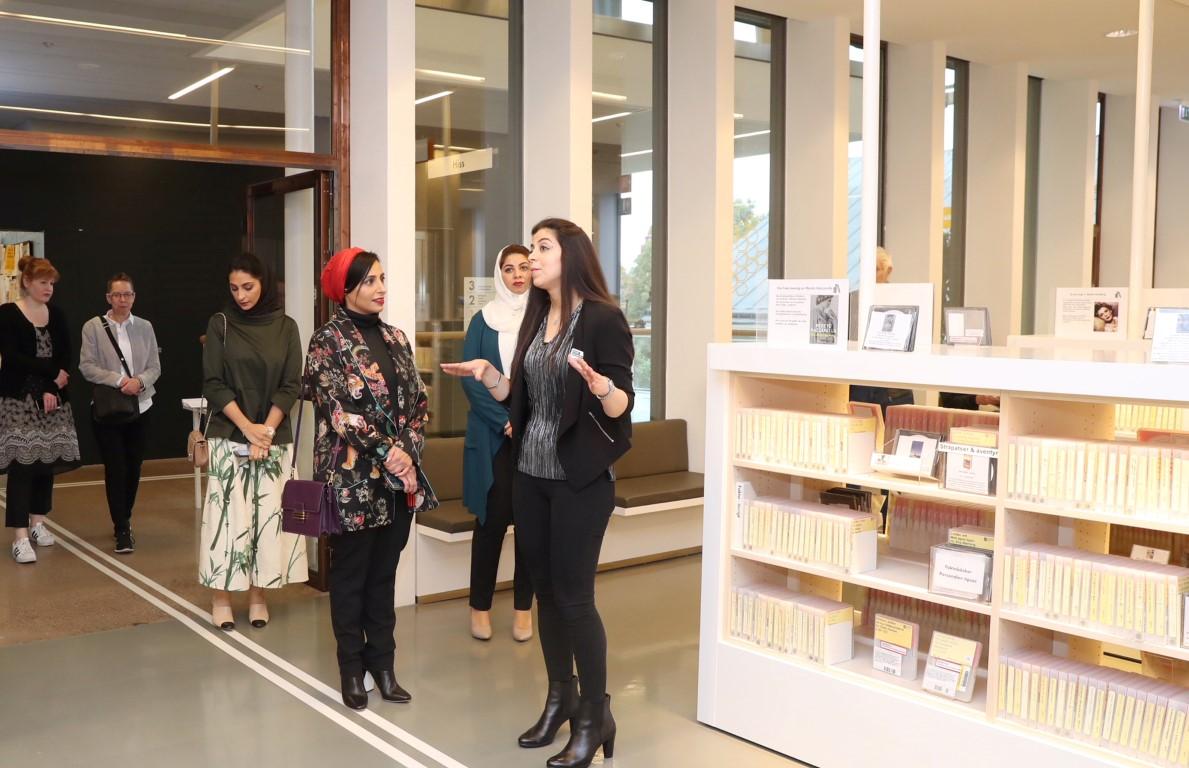 """""""كلمات لتمكين الأطفال"""" تدعم المكتبات السويدية بالفي كتاب عربي . 3"""