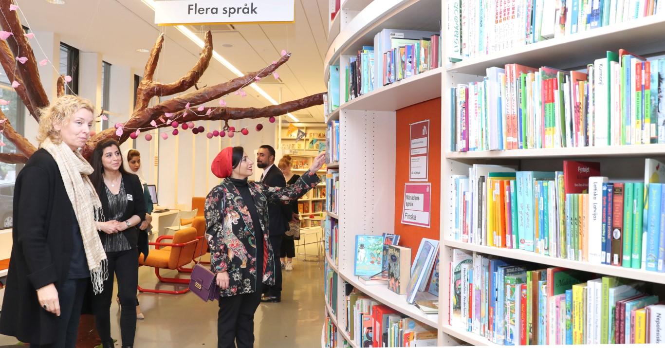 """""""كلمات لتمكين الأطفال"""" تدعم المكتبات السويدية بالفي كتاب عربي . 2"""