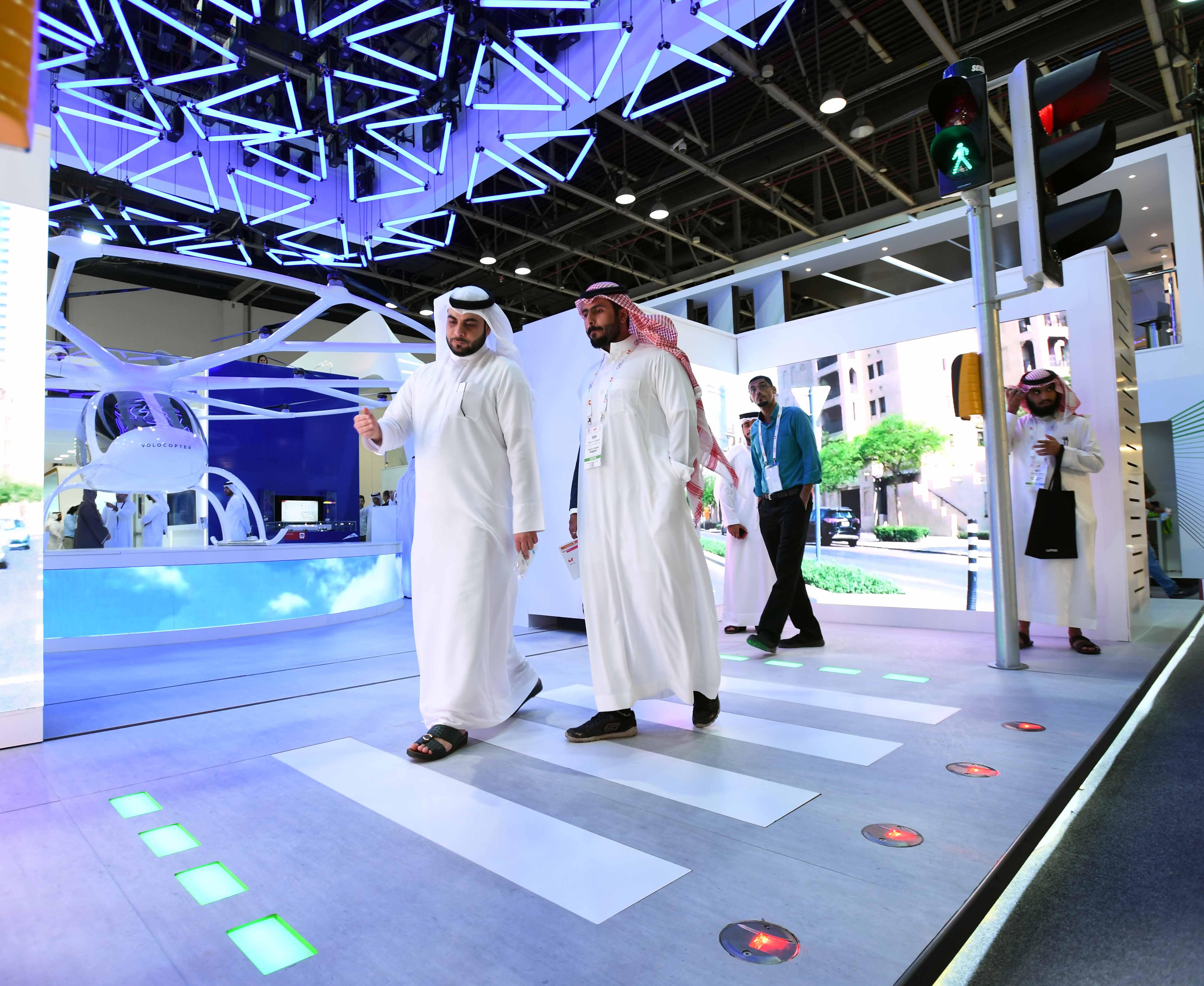 rta exhibits smart pedestrian signal in gitex 2017