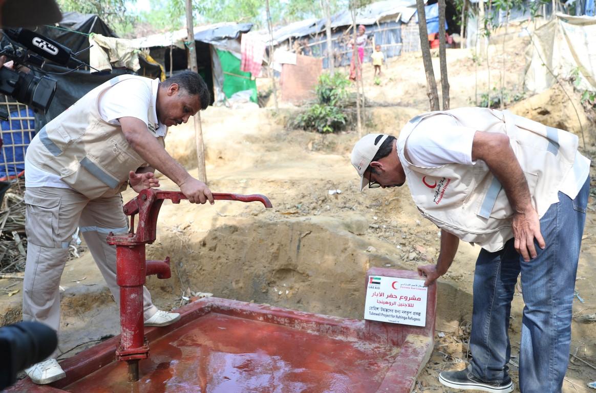 الهلال الأحمر الإماراتي ينفذ المرحلة الثالثة من برنامج إغاثة اللاجئين الروهيغا في بنغلاديش. 6