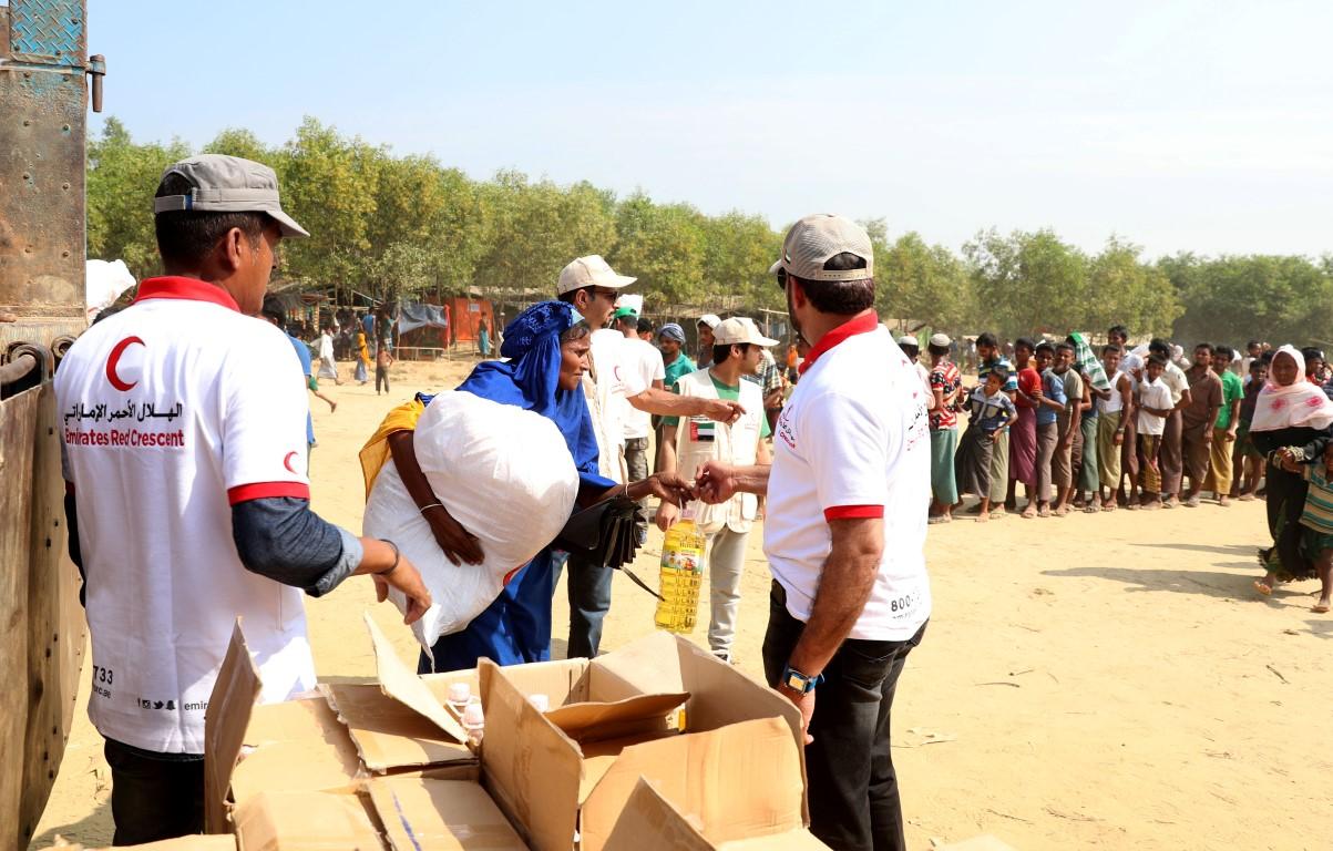 الهلال الأحمر الإماراتي ينفذ المرحلة الثالثة من برنامج إغاثة اللاجئين الروهيغا في بنغلاديش. 3