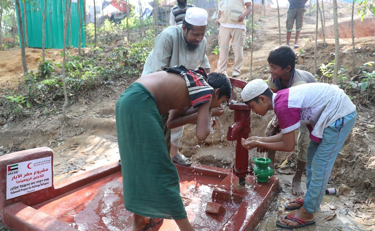 الهلال الأحمر الإماراتي ينفذ المرحلة الثالثة من برنامج إغاثة اللاجئين الروهيغا في بنغلاديش. 7