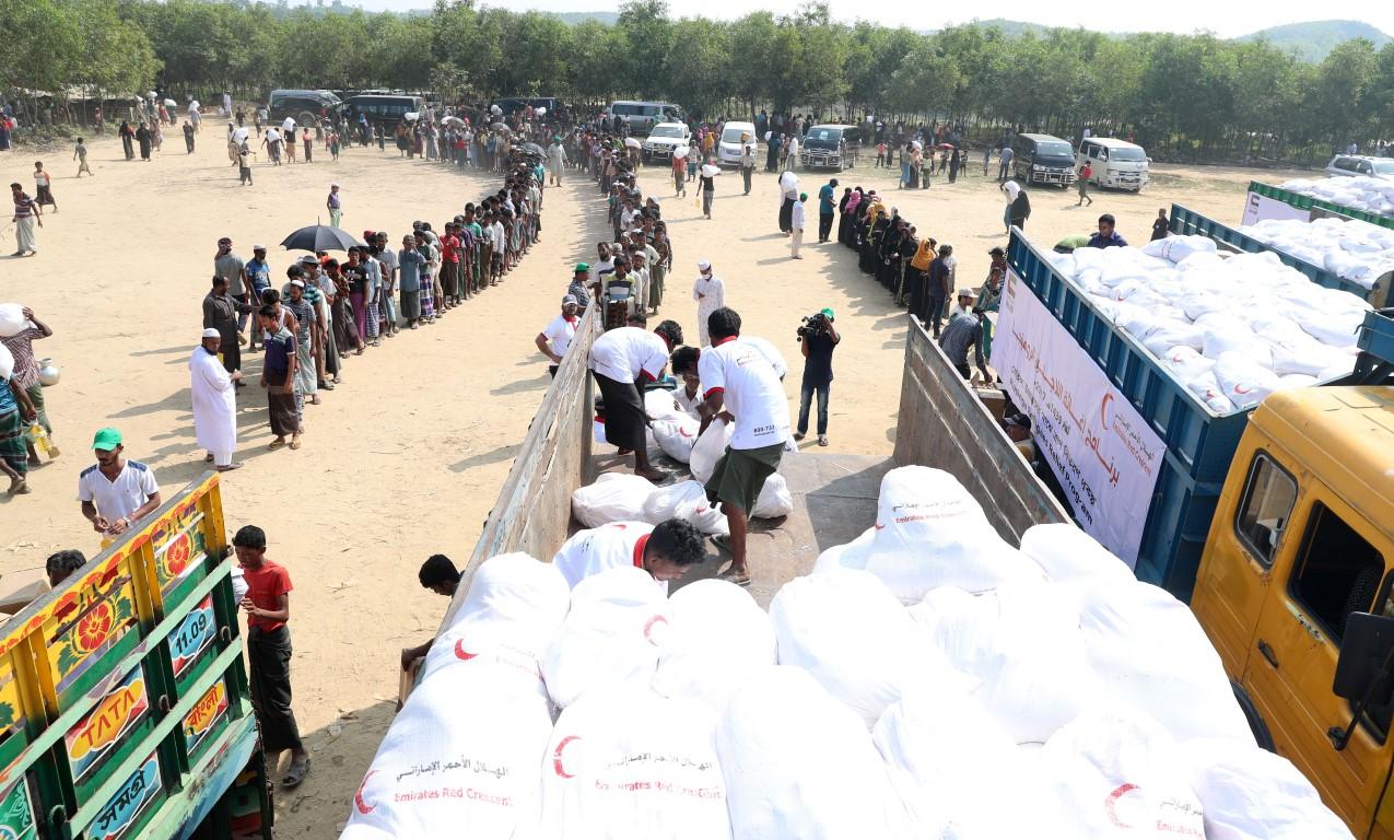 الهلال الأحمر الإماراتي ينفذ المرحلة الثالثة من برنامج إغاثة اللاجئين الروهيغا في بنغلاديش. 5