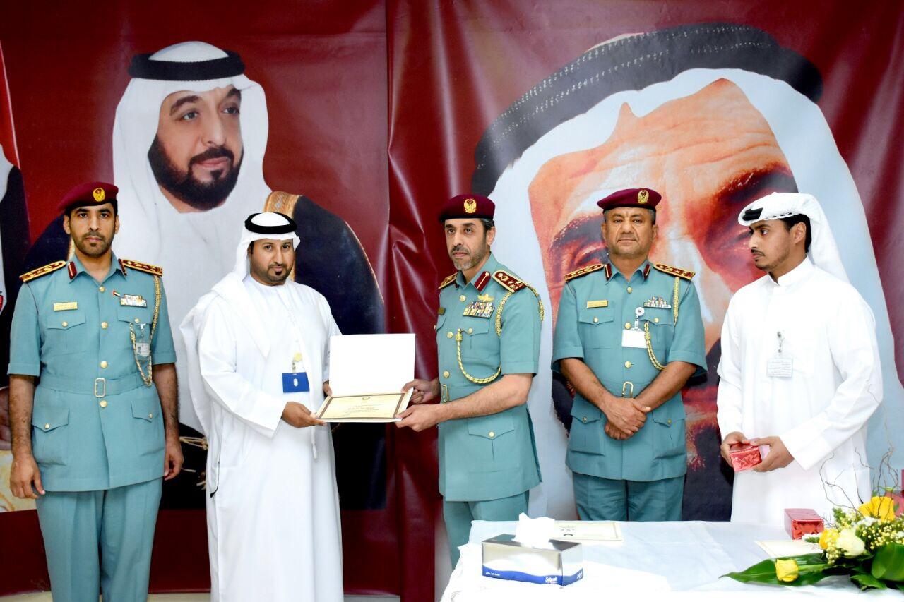 وكالة أنباء الإمارات إقامة أبوظبي تقف على سير العمل في منفذ المضيف