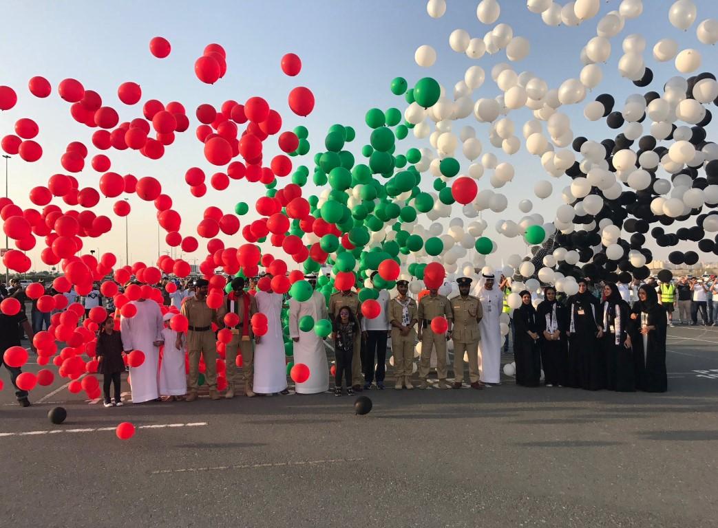 شرطة دبي تستلم شهادة غينيس للأرقام القياسية في تشكيل علم دولة الإمارات 2