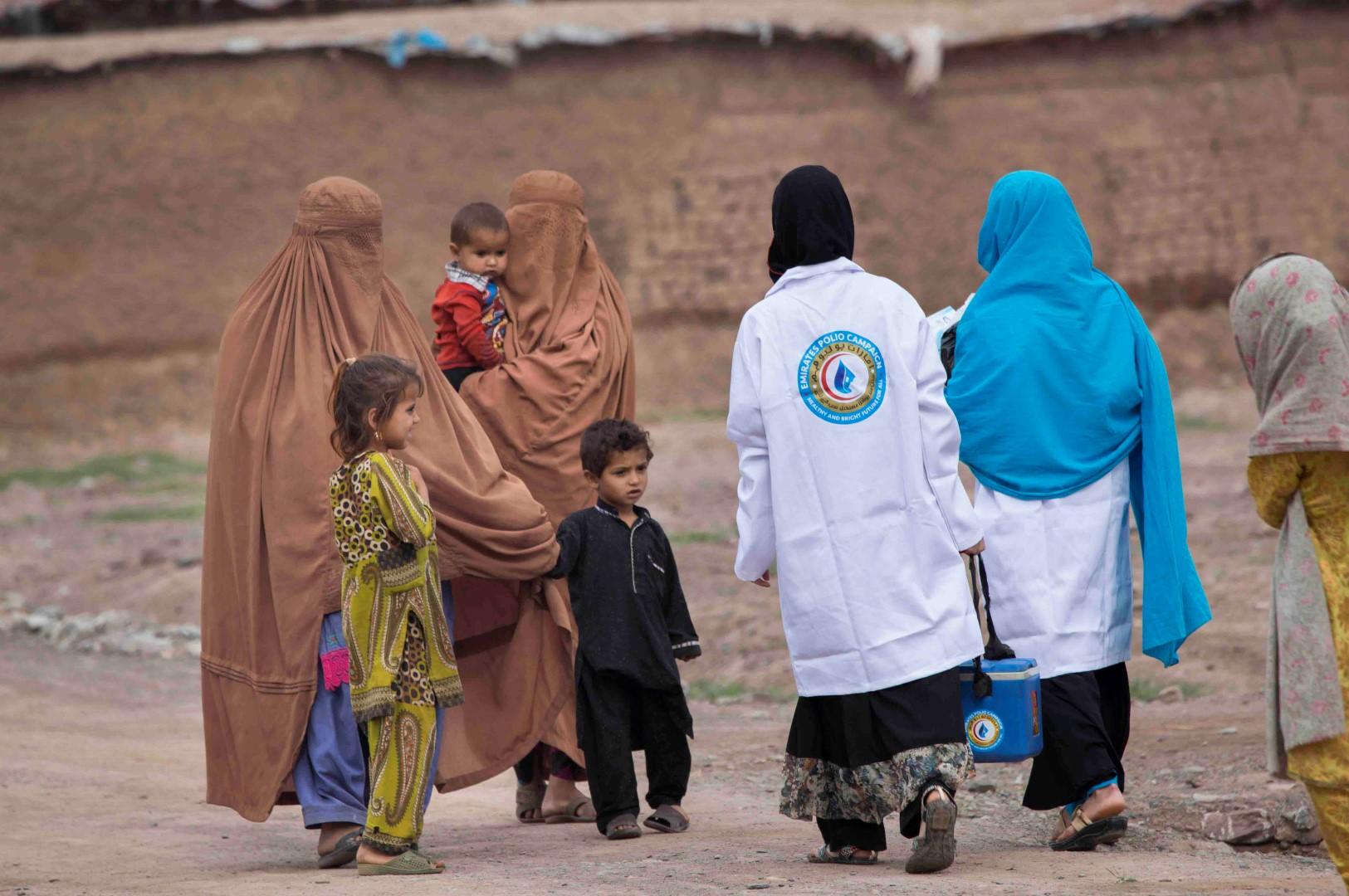 بتوجيهات رئيس الدولة .. أكثر من 43 مليون طفل باكستاني حصلوا على ربع مليار جرعة تطعيم ضد شلل الأطفال. 2
