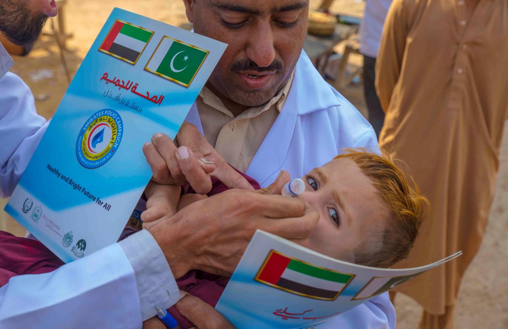 بتوجيهات رئيس الدولة .. أكثر من 43 مليون طفل باكستاني حصلوا على ربع مليار جرعة تطعيم ضد شلل الأطفال. 5
