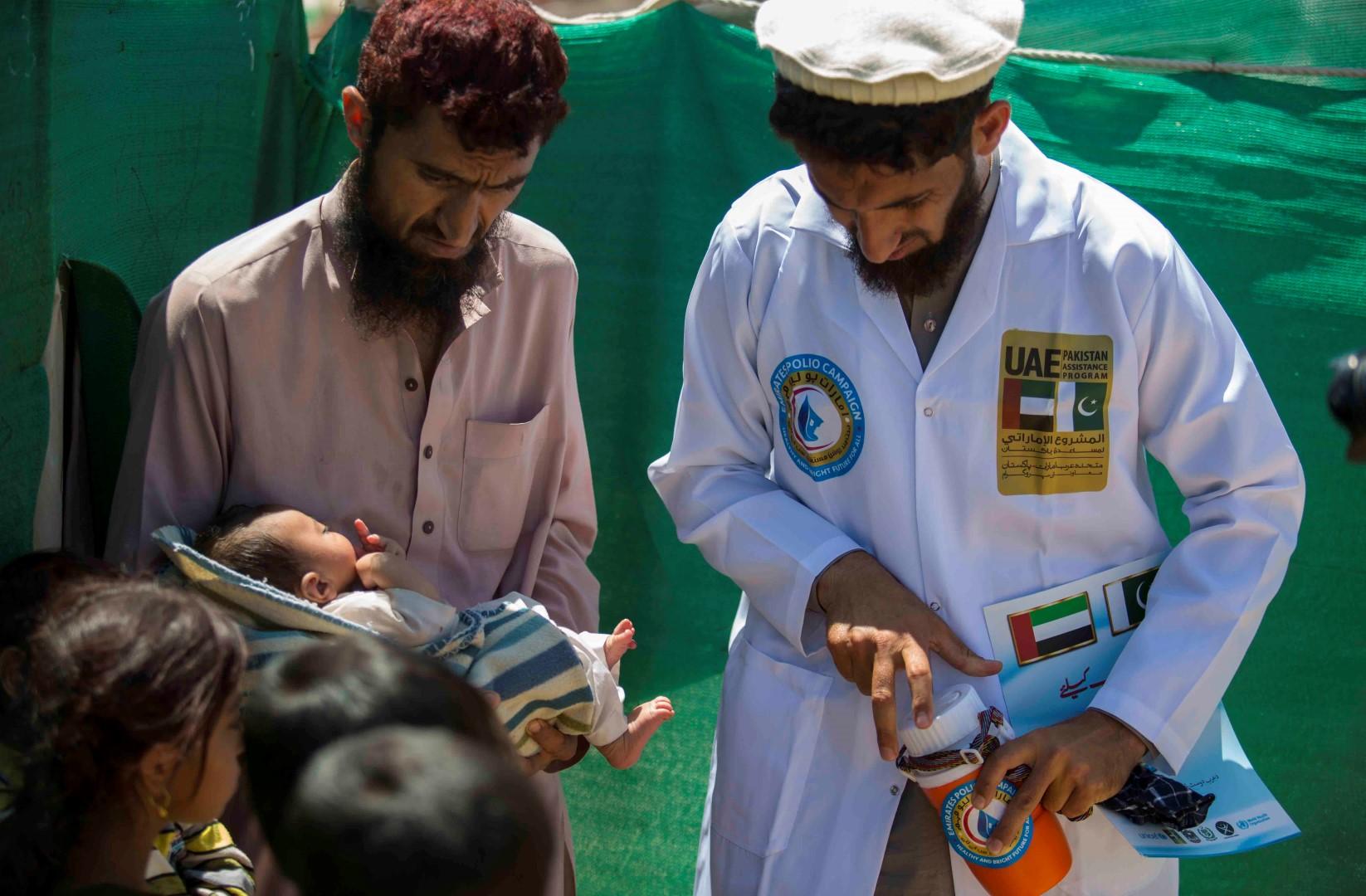 بتوجيهات رئيس الدولة .. أكثر من 43 مليون طفل باكستاني حصلوا على ربع مليار جرعة تطعيم ضد شلل الأطفال. 3
