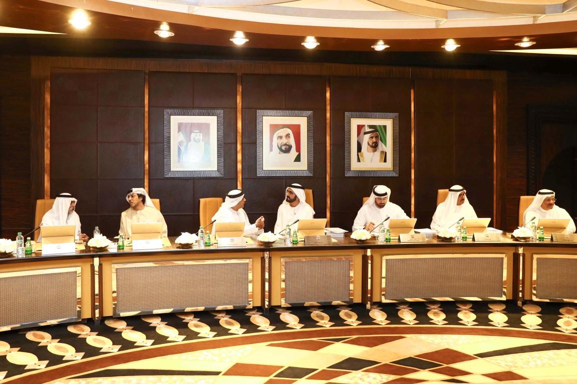 محمد بن راشد يترأس اجتماع مجلس الوزراء ويوجه بعدم زيادة الرسوم  الاتحادية لـ3 سنوات. 2