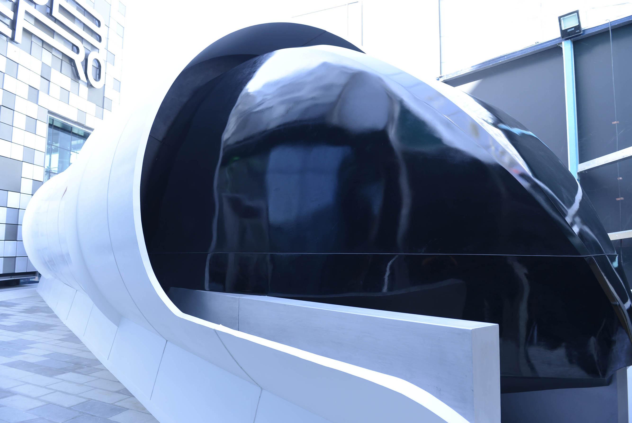 rta unveils hyperloop design prototype2