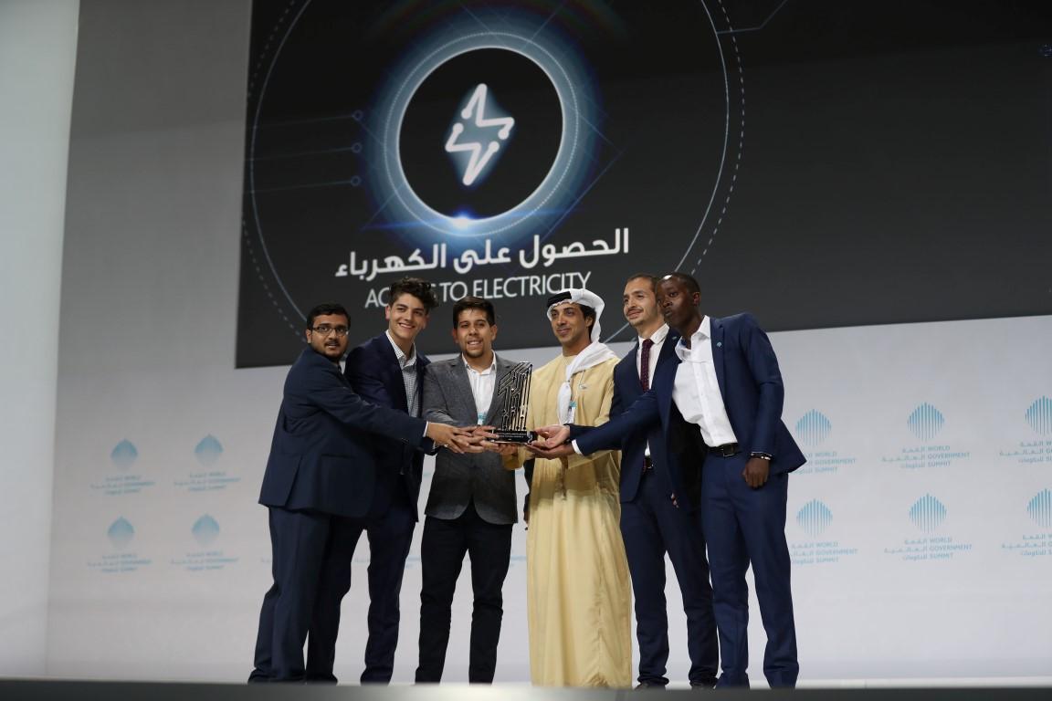 محمد بن راشد يكرم الفائزين بجوائز القمة العالمية للحكومات  بمشاركة سيف ومنصور بن زايد 8