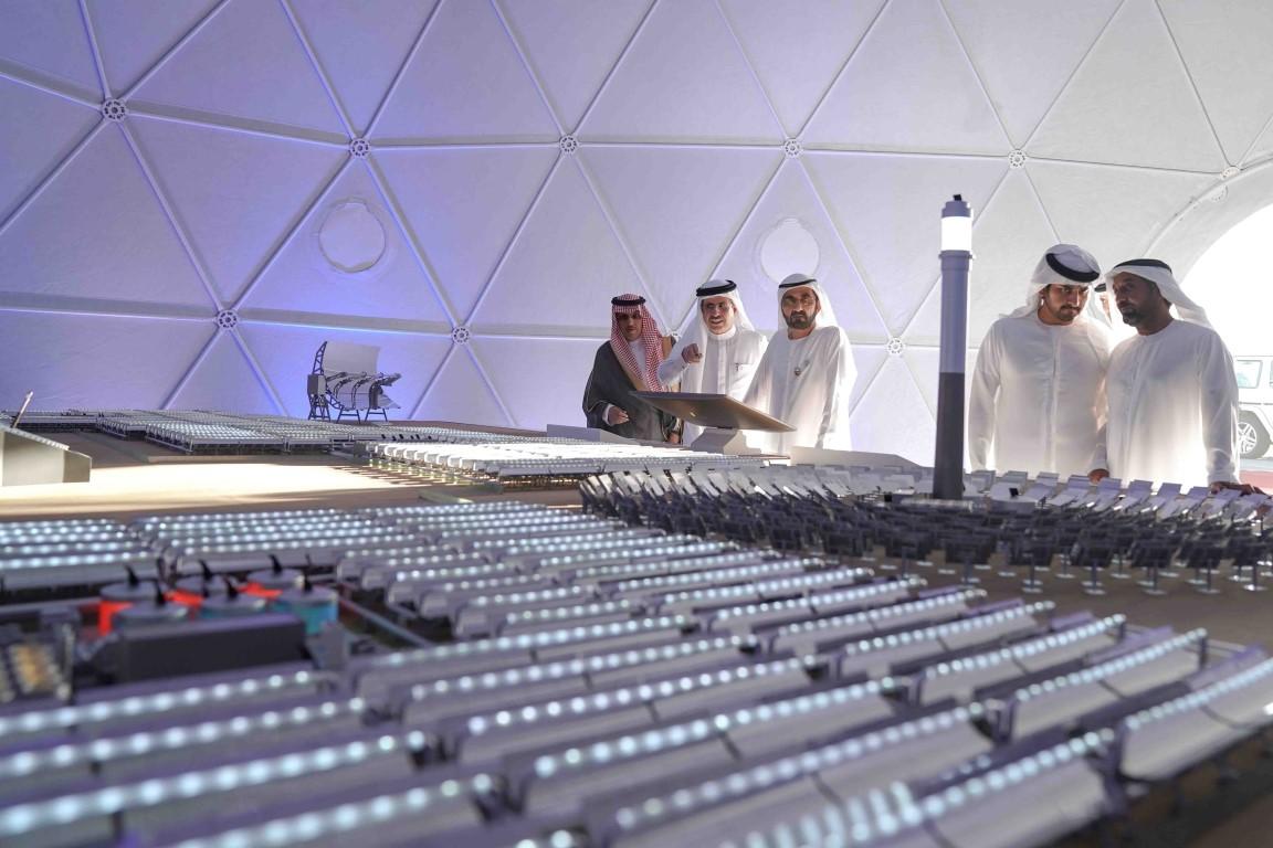 محمد بن راشد يضع حجر الأساس لأكبر مشروع استثماري للطاقة الشمسية المُركَّزة في العالم. 1