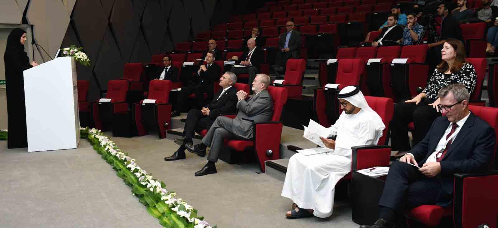 سارة الأميري تشهد افتتاح المنتدى المهني لأميركية الشارقة 1