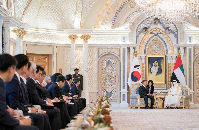 محمد بن زايد والرئيس الكوري يبحثان علاقات التعاون والقضايا ذات الاهتمام المشترك 3