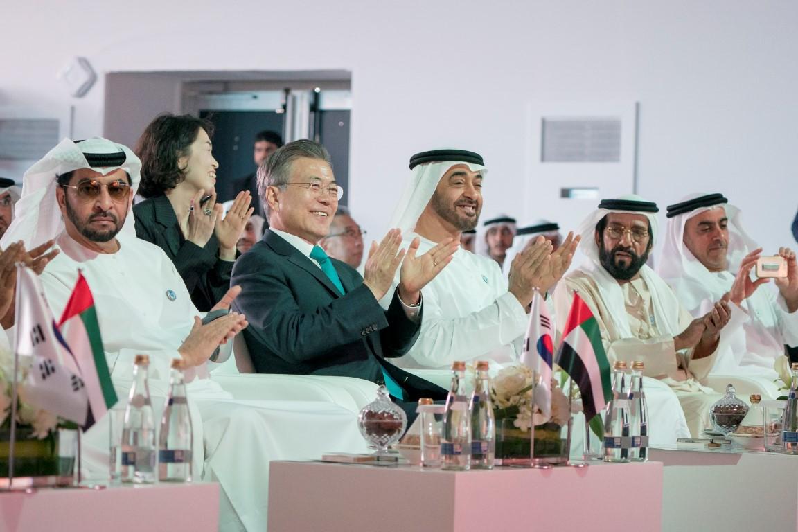 محمد بن زايد والرئيس الكوري يشهدان الإعلان عن اكتمال الأعمال  الإنشائية للمحطة النووية الأولى في براكة. 1
