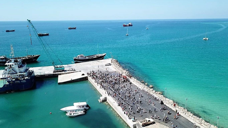 إفتتاح مشروع توسعة ميناء حولاف في سوقطرى بتمويل من خليفة  الإنسانية /2/