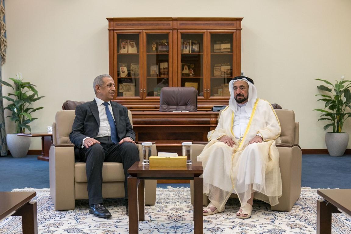 سلطان القاسمي يوقع اتفاقية لإنشاء فرع للأكاديمية العربية للعلوم  والتكنولوجيا في الشارقة /5/ /Medium/