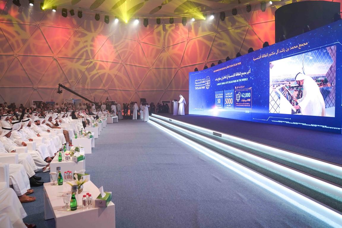 محمد بن راشد يضع حجر الأساس لأكبر مشروع استثماري للطاقة الشمسية المُركَّزة في العالم. 6
