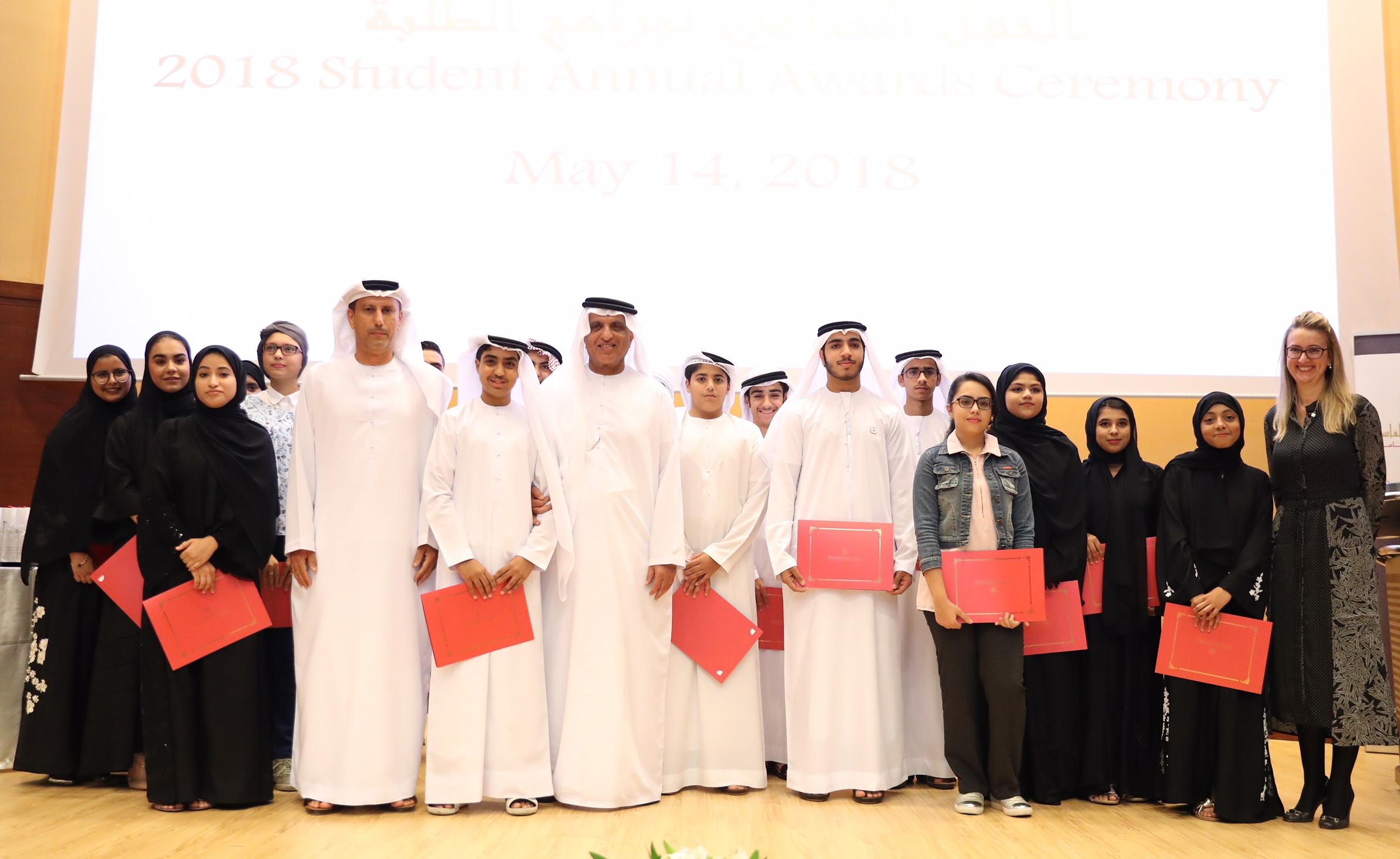حاكم رأس الخيمة يكرم 70 طالبا وطالبة من برامج مؤسسة الشيخ سعود  بن صقر لبحوث السياسة العامة 2