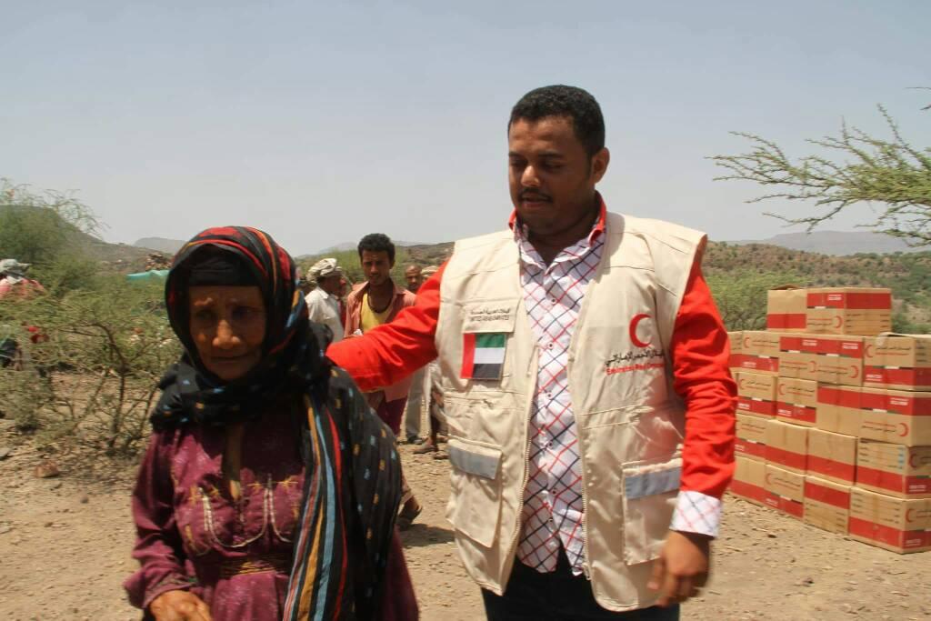 """""""الهلال الأحمر"""" يقدم مساعدات عاجلة للنازحين في تعز مع قدوم شهر رمضان. 4"""