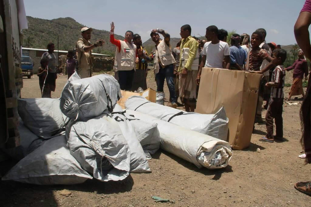 """""""الهلال الأحمر"""" يقدم مساعدات عاجلة للنازحين في تعز مع قدوم شهر رمضان. 2"""