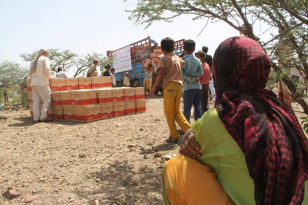 """""""الهلال الأحمر"""" يقدم مساعدات عاجلة للنازحين في تعز مع قدوم شهر رمضان. 5"""