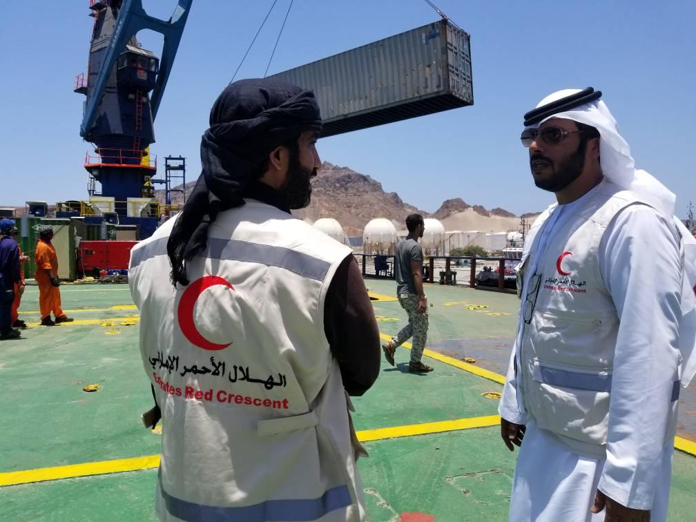 الهلال الأحمر الإماراتي يقدم مضخات شفط لمؤسسة الصرف الصحي في عدن. 4