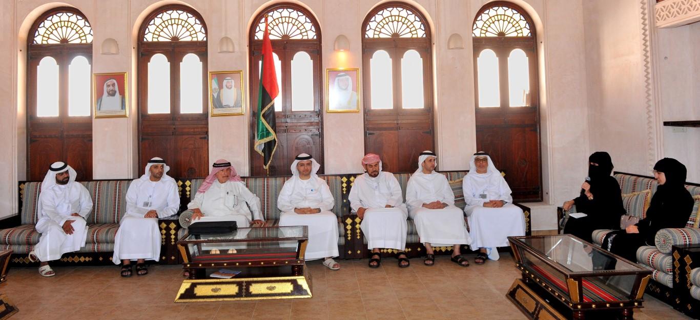 تراث الامارات  ينظم محاضرة عن  تاريخ الإمارات في الأرشيفات  الأجنبية . /Medium/ /2/