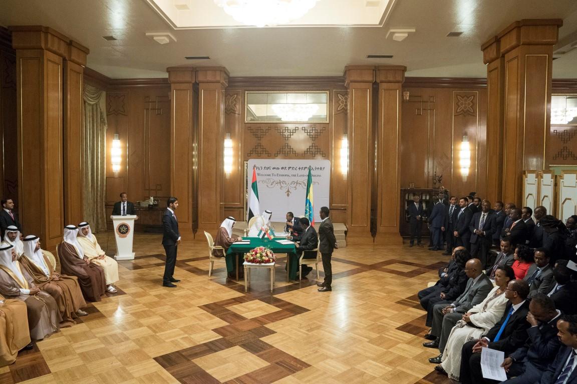 محمد بن زايد وأبي أحمد يشهدان توقيع مذكرات تفاهم بين الإمارات  وأثيوبيا. 1