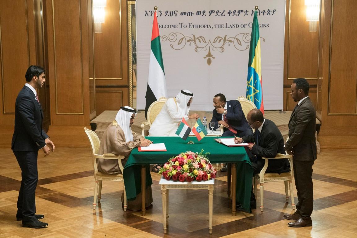 محمد بن زايد وأبي أحمد يشهدان توقيع مذكرات تفاهم بين الإمارات  وأثيوبيا. 4
