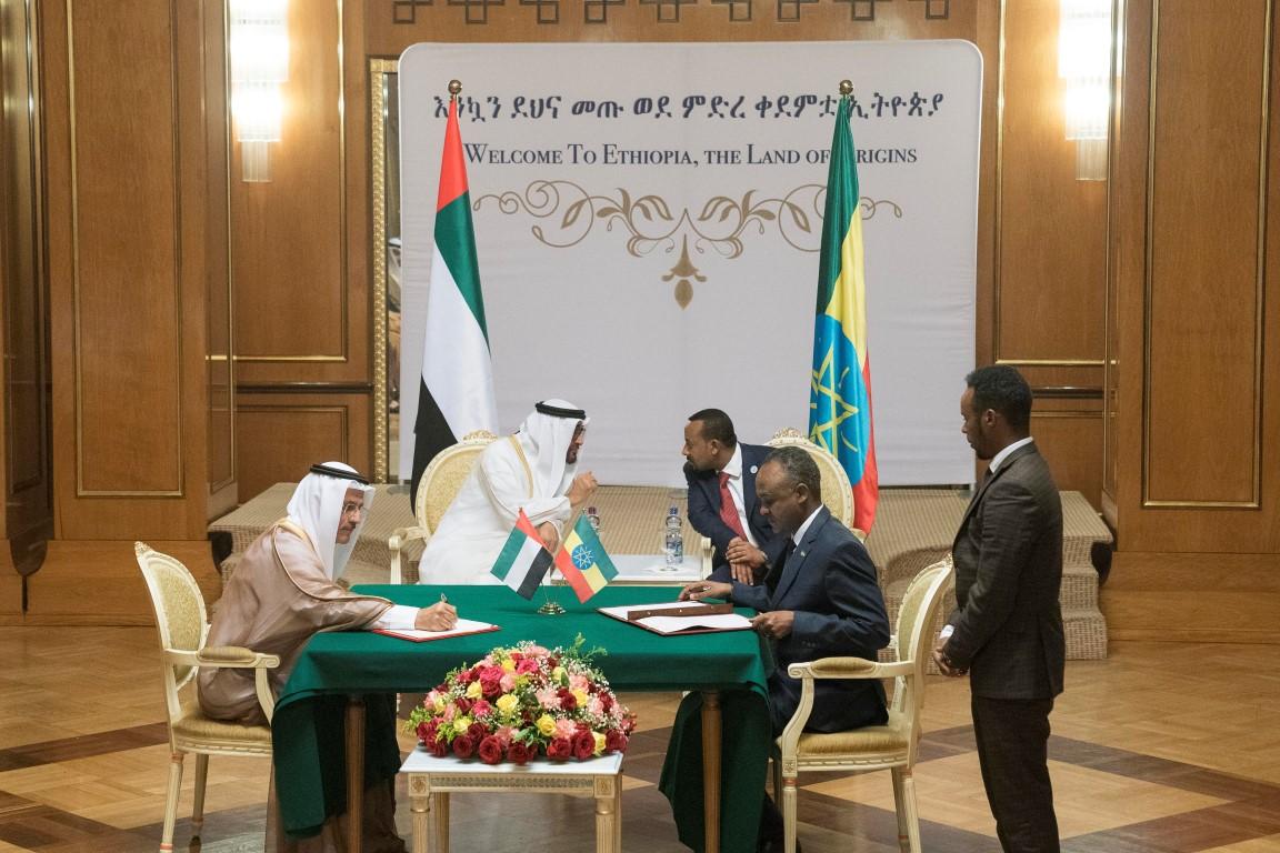 محمد بن زايد وأبي أحمد يشهدان توقيع مذكرات تفاهم بين الإمارات  وأثيوبيا. 2